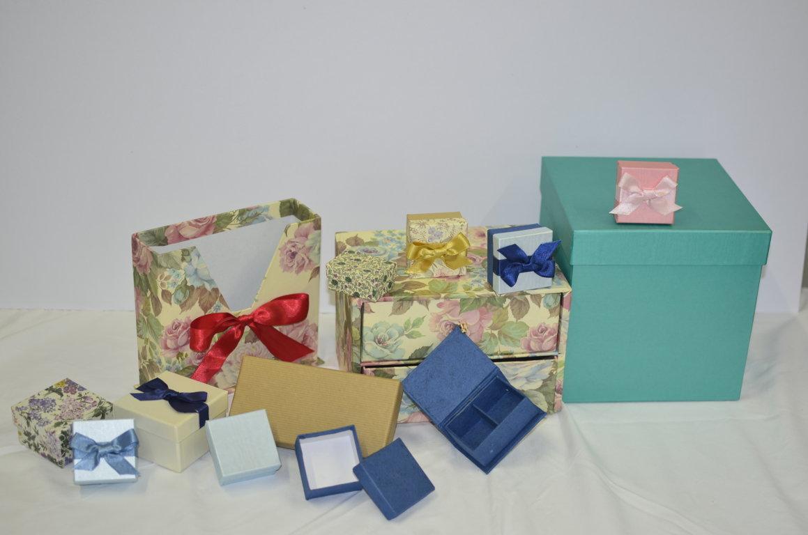 Scatole ,eleganti,scatole con fiocco,scatole decorate,scatole per cerimonie